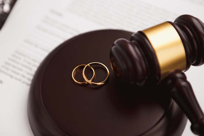 ¿Cuánto cobra un procurador por un divorcio?
